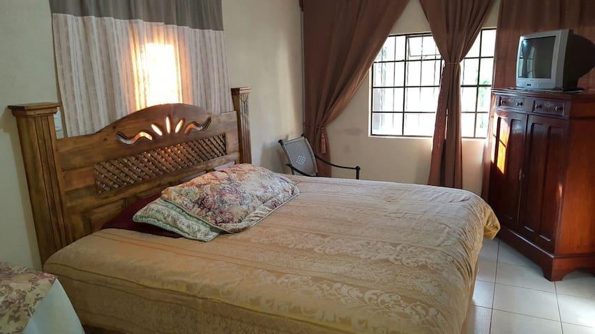 Lux double room - Jardines de San Lucas Sacatepéquez A - Maison