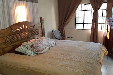 Lux double room - Jardines de San Lucas Sacatepéquez A