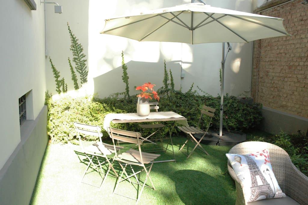 Giardino ad uso esclusivo dell'appartamento  con zona pranzo esterna