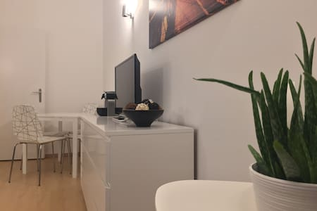 Nice & Cosy Studio in the famous Louise area - Bruxelles - Appartement