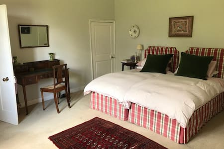 The Guest Suite in The Old Vicarage, B & B - Henstridge - B&B