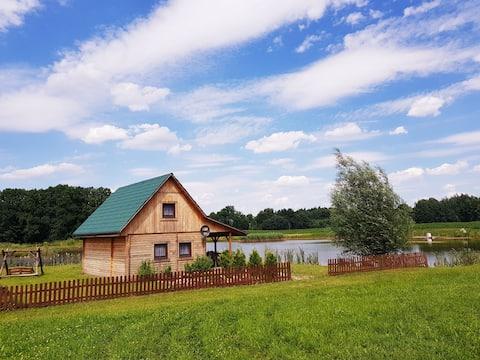 Domek nad stawem / A cozy cottage by the pond