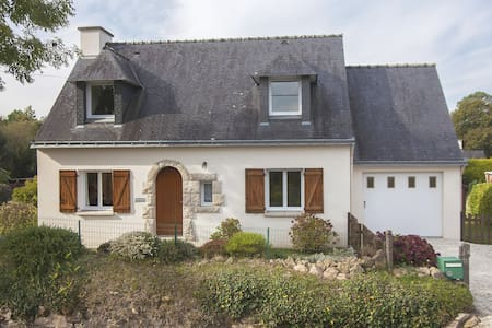 Classic Holiday Home in Riec-sur-Bélon with Private Garden