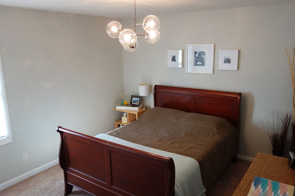 Private Guest Room With Queen Size Tempurpedic Mattress