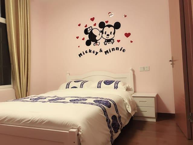 迪士尼周边免费接送周桥公寓-米奇主题房