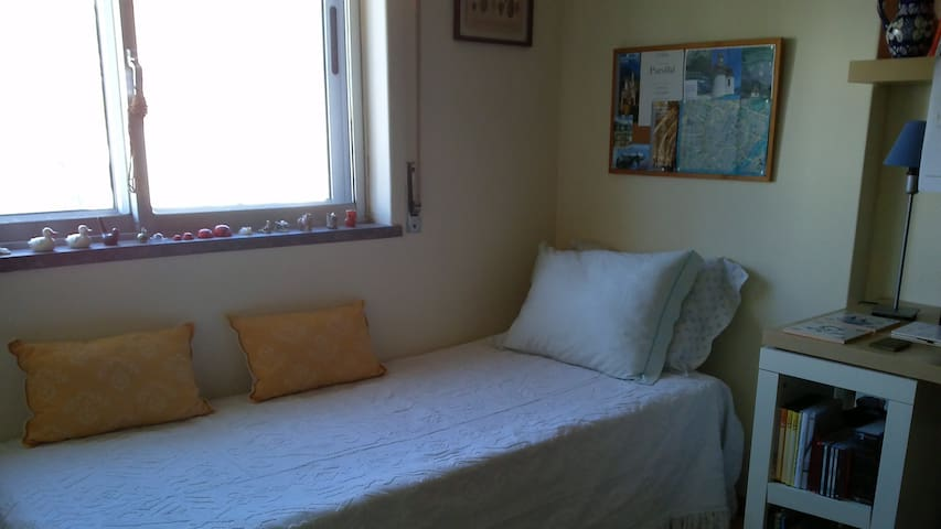 confortable and spacious room with WC - Linda-a-Velha - Wohnung