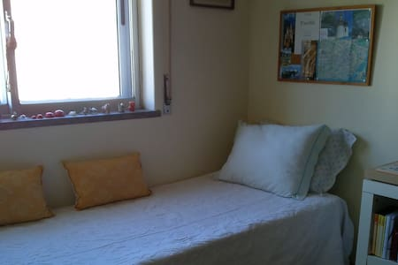 confortable and spacious room with WC - Linda-a-Velha - Apartment - 0