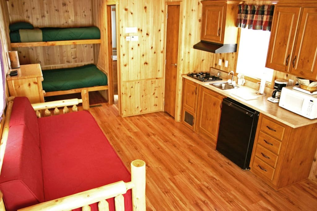Deluxe cabin at yosemite pines cottages for rent in for Groveland ca cabin rentals