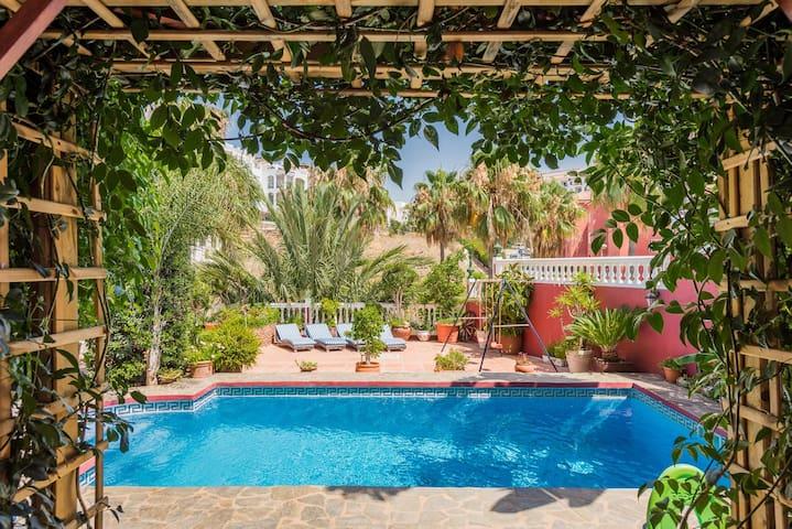 5 * Grand Luxurious Villa By The Beach Heated Pool