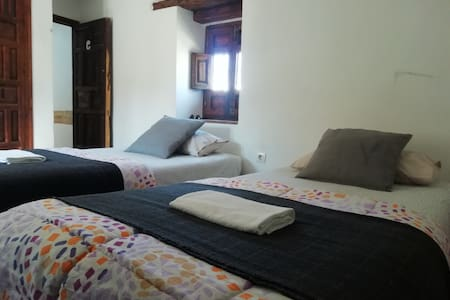 DOUBLE ROOM TWIN BEDS/HABITACIÓN DOBLE ALBAYZIN C