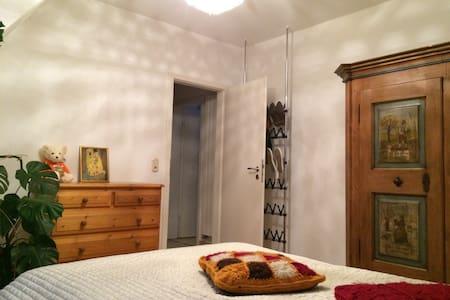 Gemütliches Zimmer mit eigenem Bad - Wolfratshausen