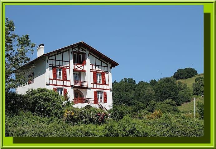 Gite Zelai Begi  grande capacité au Pays Basque - Aldudes - House