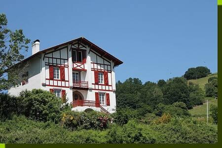 Gite Zelai Begi  grande capacité au Pays Basque - Aldudes - Talo