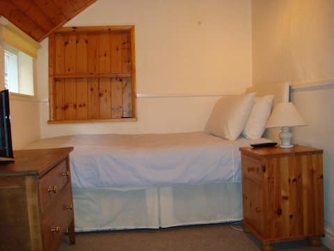 Single Room - Bed and Breakfast