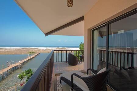 Premium sea view suite in mandrem