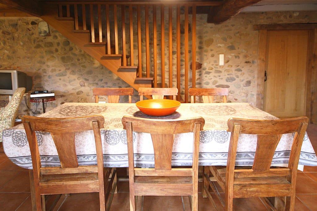 une table de ferme pour six convives
