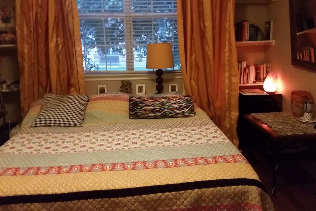 Comfy king size bed, quiet and relaxing