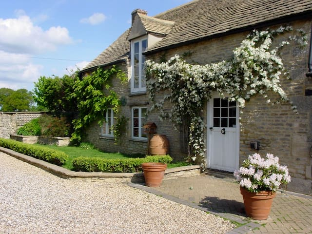 Period, listed 2 bedroom barn - Curbridge - Ev