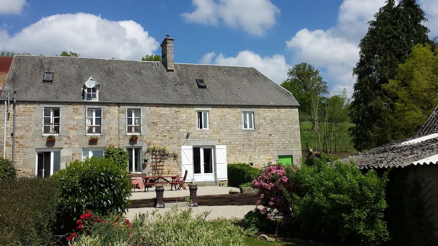 La Hiette Chambre D'Hote ( Family Room) - Saint-Vigor-des-Monts - Bed & Breakfast