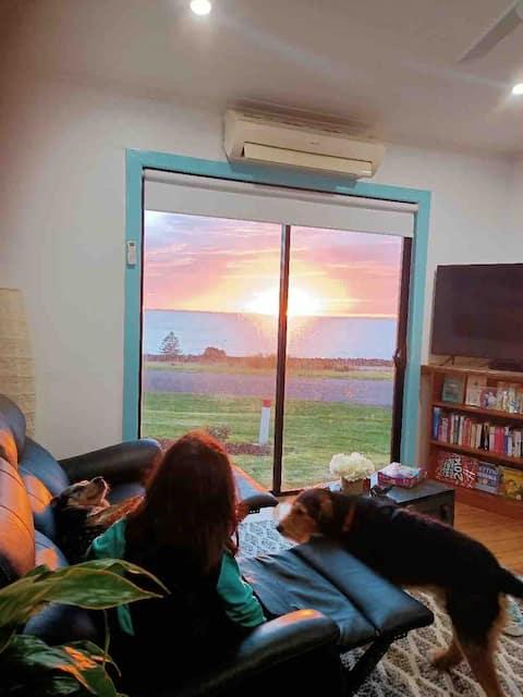 Ocean views pets welcome gas log fire Foxtel