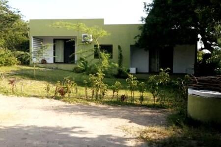 Complexo com 2 casas, camping piscina na Macaneta