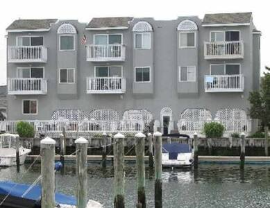 Tommy Bahama Condo -Private Room Available for two - Stone Harbor - 公寓