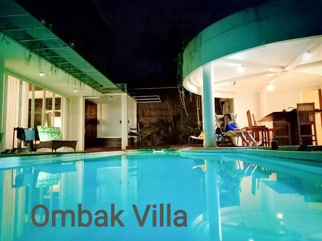 Center in Canggu, Ombak villa. Strategic location.