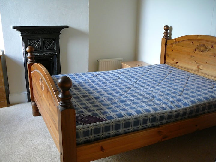 Double room in West / Central Reading