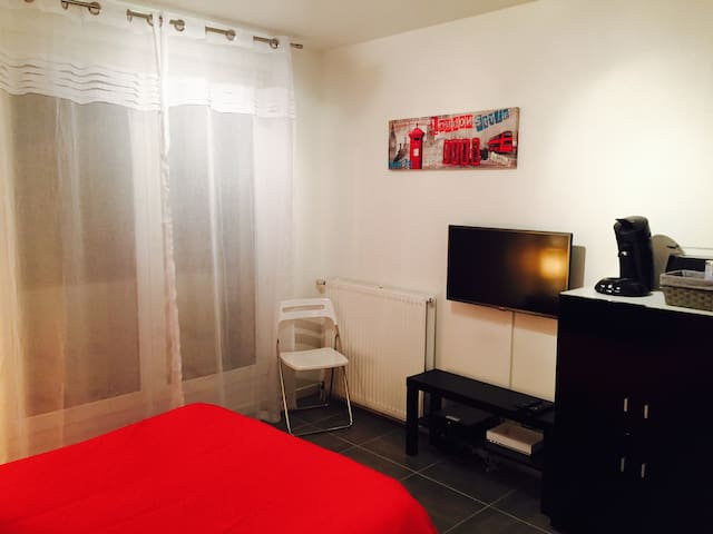 Charming Studio w Private Parking - Toulouse - Appartement