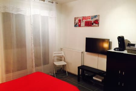 Charming Studio w Private Parking - Apartment