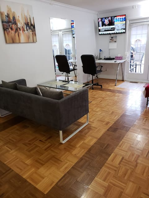 TOTALLY PRIVATE ONEBEDROOM TORONTO APARTMENT