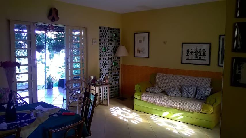 Casa com muito verde - Brasília - Rumah