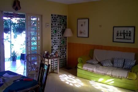 Casa com muito verde - Brasília - Casa
