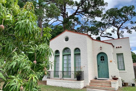 One of a kind 1926 Spanish Bungalow /NO PET FEE