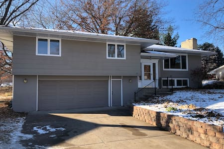 Spacious Minneapolis 3BR, 5 beds - Great Location!