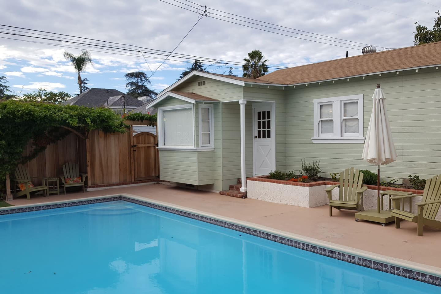 This is your guest cottage, 1 bed, 1 bath, kitchenette, sitting room and eating area.