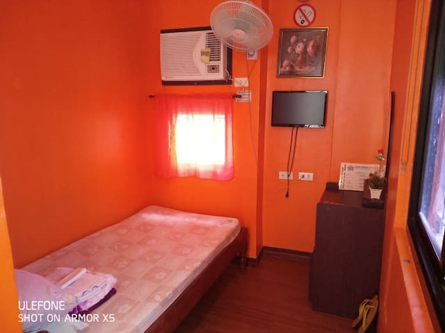 Buena's Bayview Guesthouse - Single Rooms