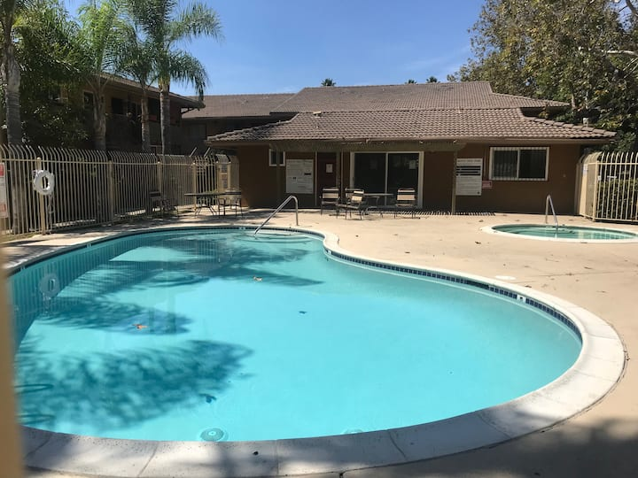 Spacious 2 BD 2 BA Queen/Twins w/ Pool, Hot Pool