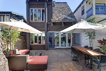 Master Suite in lovely loft style home - Coronado