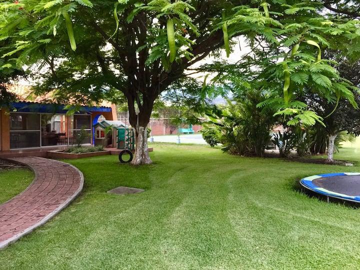 Villas Loló. Morelos. Alberca y 10,000m de jardín.