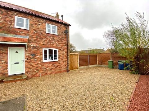 Sunnyfield Cottage, dog friendly, secure garden.