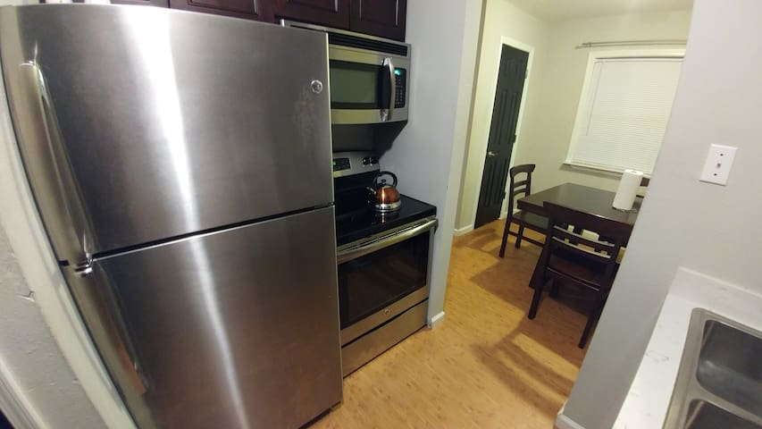 Beautiful Two Bed Room Suite - Kenner - Daire