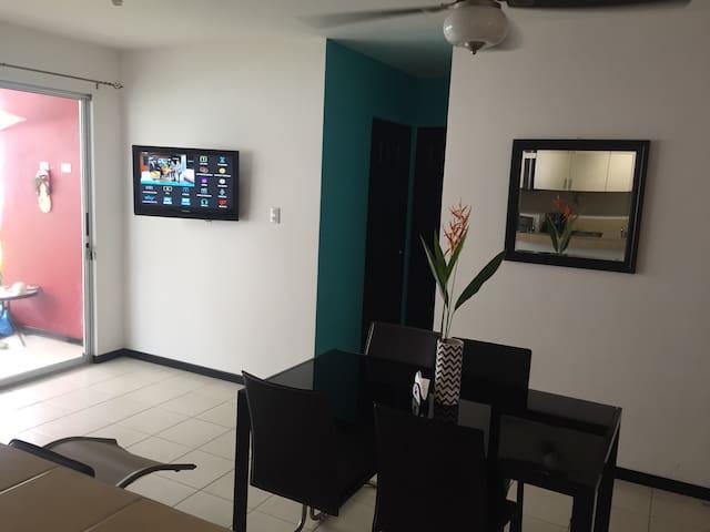 Sala y comedor, televisión por cable y Wifi de alta velocidad