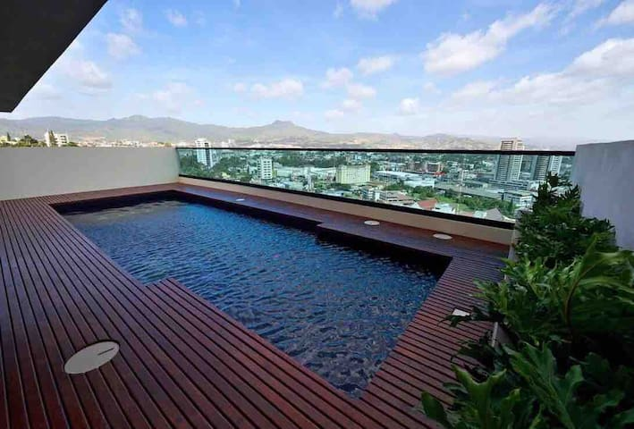 Luxury Apt Top Location&Amenities-Rooftop and Pool