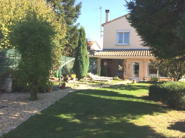 Jonzac, maison près des Thermes