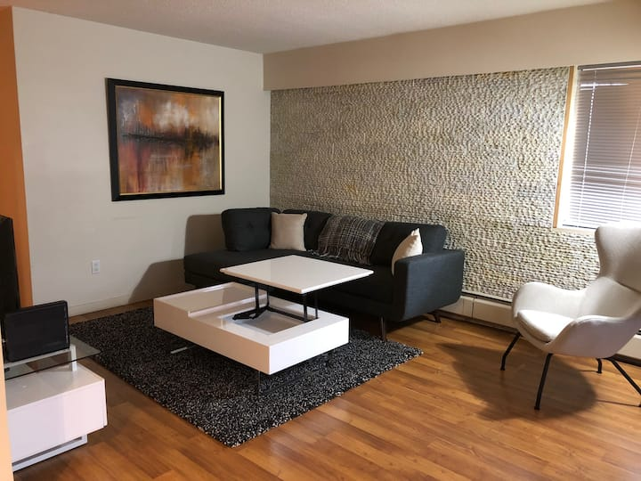 Warm & Stylish 1 Bedroom In Vancouver