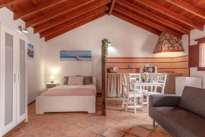 "Charming Holiday Home ""Casa Alonso"" with Mountain View, Terrace & Wi-Fi; Parking Available"