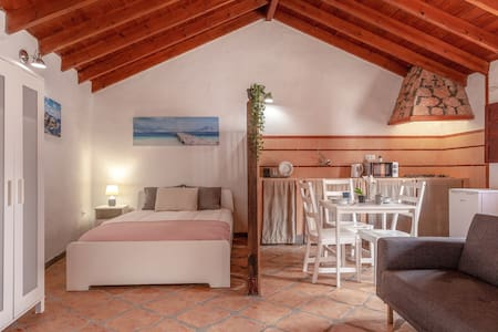 """Charming Holiday Home """"Casa Alonso"""" with Mountain View, Terrace & Wi-Fi; Parking Available"""