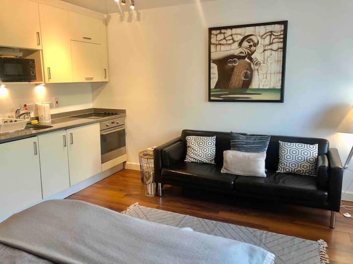 Flat for 2 in NW London, close to Central London