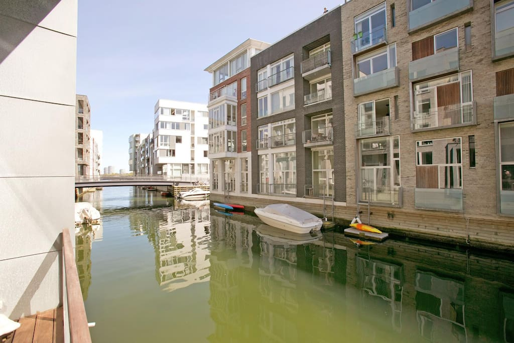 Canalhouse with direct access to the harbour.